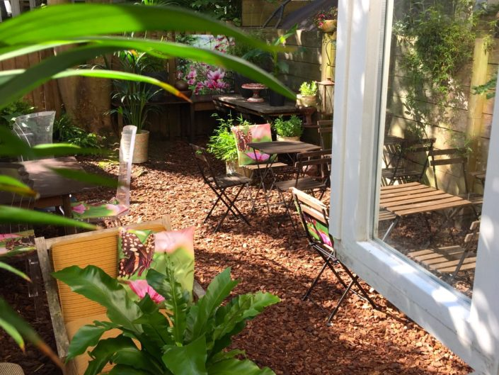 Hidden Gem MosaicAffairs tuin buiten high tea