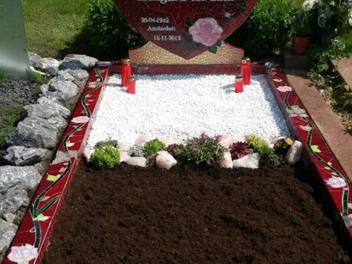 Mozaïek graf & grafsteen In Memoriam R.I. Peace MosaicAffairs mosaic gravestone tompstone